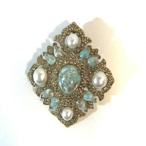 Vintage Sarah Coventry Pin Brooch Gold Tone Blue